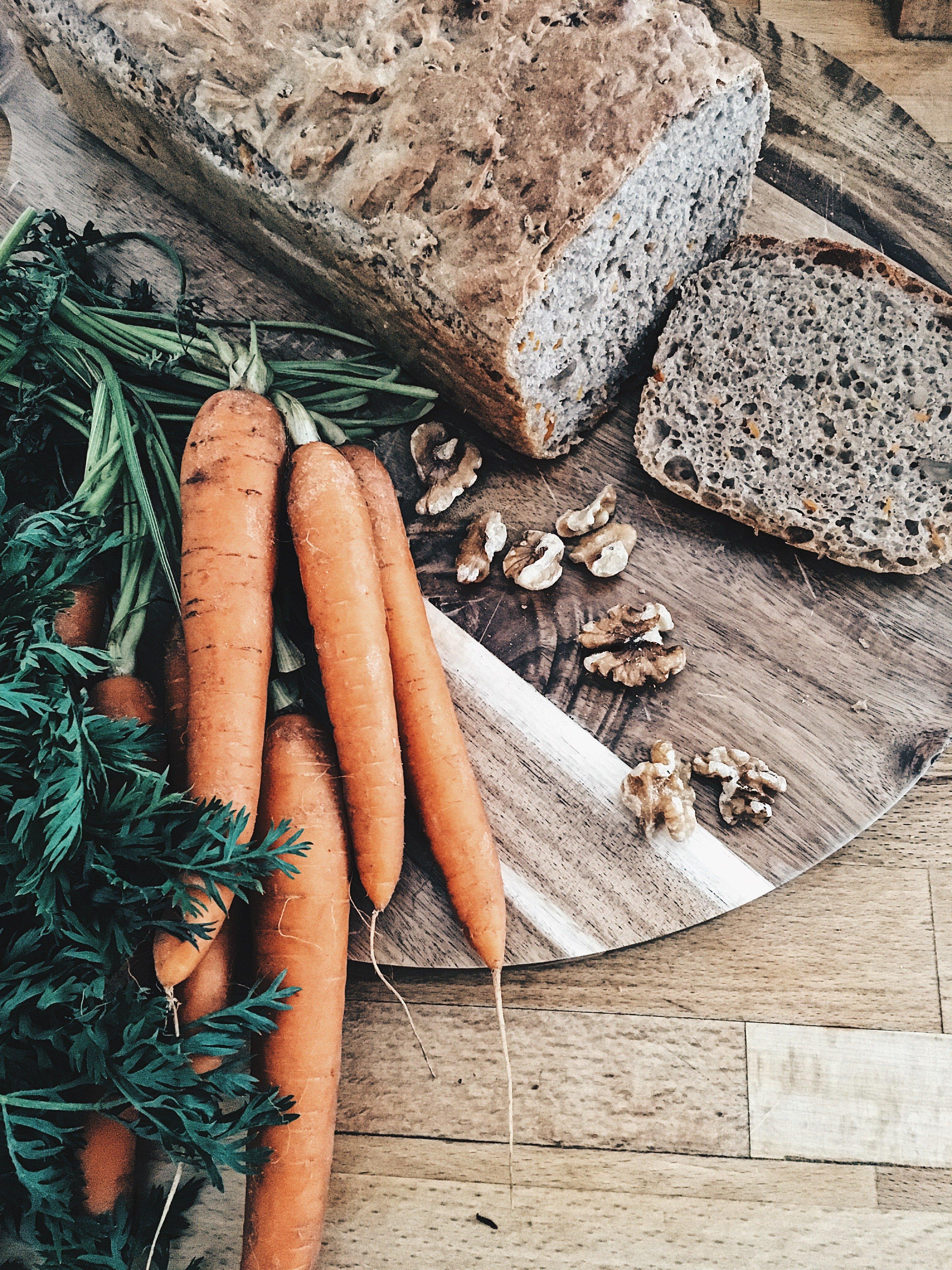 Walnuss-Dinkel-Karotten-Brot von Serintogo